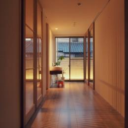 大津の住宅 (スリースペース / 玄関ホール / 緩衝空間)