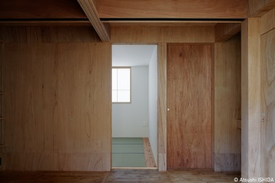 寝室 (光を奥まで導き視線が抜ける旗竿敷地の家)