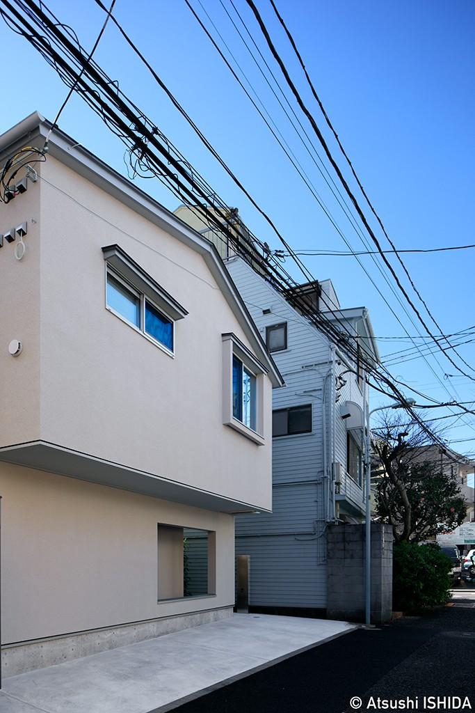 都心の住宅密集地にたつ二世帯住宅 (外観)