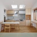 都心の住宅密集地にたつ二世帯住宅の写真 ダイニングキッチン