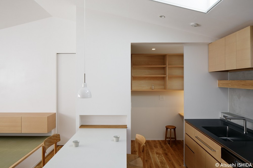 都心の住宅密集地にたつ二世帯住宅 (ダイニングキッチン)