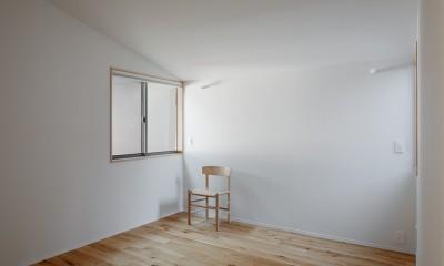 都心の住宅密集地にたつ二世帯住宅 (寝室)