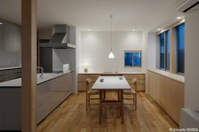 ダイニングキッチン(親世帯) (都心の住宅密集地にたつ二世帯住宅)