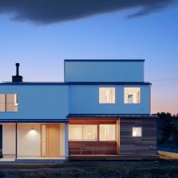 6つのテラスとつながる開放的な家 (外観)