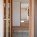 6つのテラスとつながる開放的な家の写真 玄関