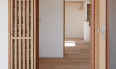 6つのテラスとつながる開放的な家 (玄関)