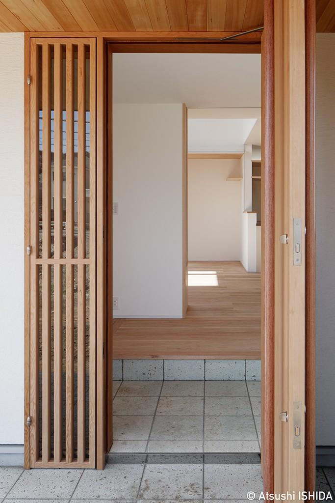 玄関事例:玄関(6つのテラスとつながる開放的な家)