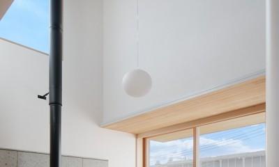 6つのテラスとつながる開放的な家 (リビング)