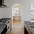 6つのテラスとつながる開放的な家の写真 キッチン