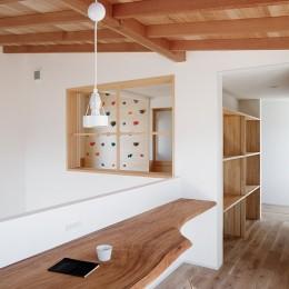 6つのテラスとつながる開放的な家 (スタディーコーナー)