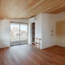 6つのテラスとつながる開放的な家の写真 寝室
