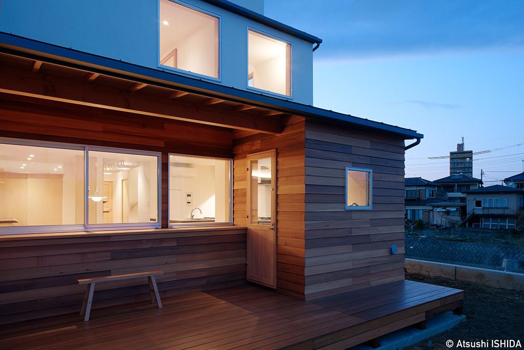 アウトドア事例:テラス(6つのテラスとつながる開放的な家)