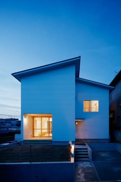 光と風と視線が通りぬける家 (外観)