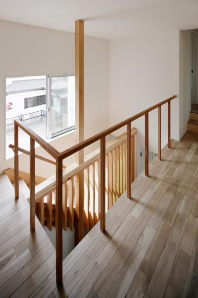 階段 (光と風と視線が通りぬける家)