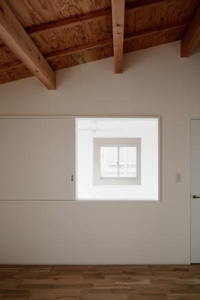 寝室 (光と風と視線が通りぬける家)