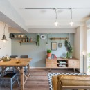 MyRENO JOINT WORK WITH DULTONの写真 壁一面に雑貨や装飾が並び、 まるでショーウィンドウのような壁面。