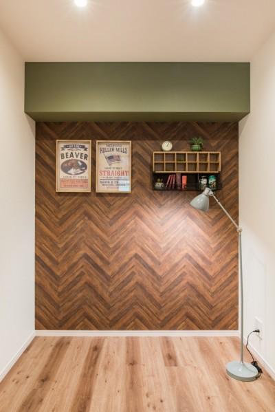 スペースが凝縮された空間だからこそ、 飾るものを設置するためのアクセント壁を用意。 (MyRENO JOINT WORK WITH DULTON)