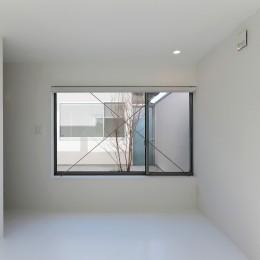 国分中央の住宅 (寝室より中庭を見る)