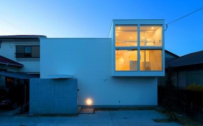 国分中央の住宅 (外観夜景1)