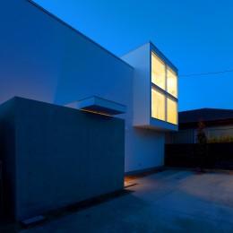 国分中央の住宅 (外観夜景2)