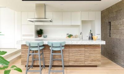 オーダーメイドキッチン|白く暖かい家