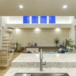 白く暖かい家 (キッチンからの眺め)
