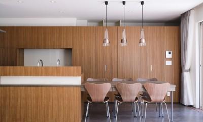 集光の家 (突板にて一体感を出し造作したダイニングキッチン)