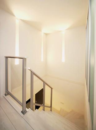 ホテルライクな上質感に包まれた、寛ぎのリビング (【階段】)