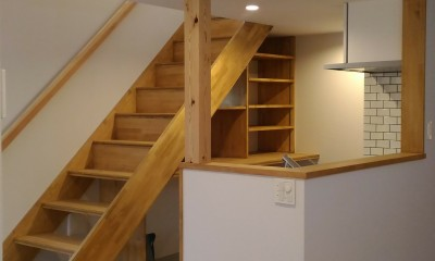 Nk-House (キッチンと階段)