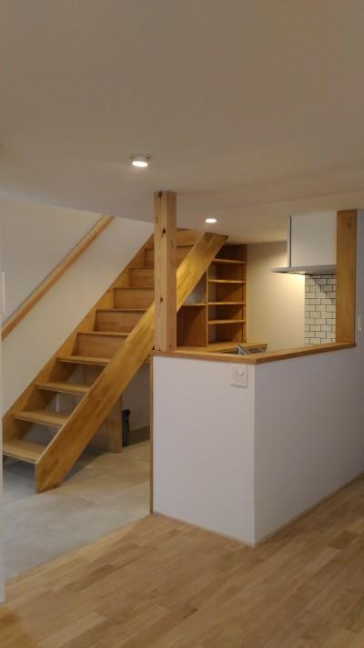 キッチンと階段 (Nk-House)