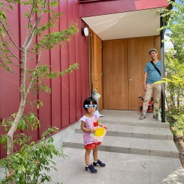 赤の家・RED HOUSE (玄関ポーチ)