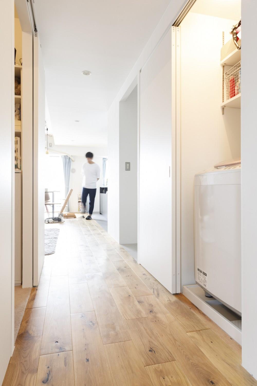 K邸--仕事と暮らしが同居する、住まいの中のアトリエ (廊下)