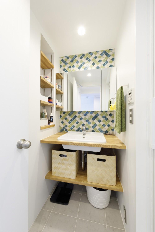 K邸--仕事と暮らしが同居する、住まいの中のアトリエ (洗面所)