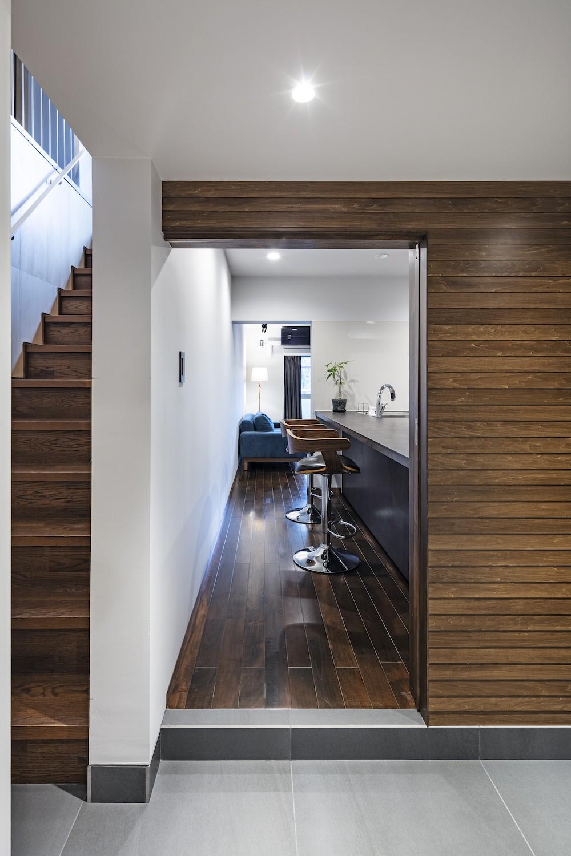 Horn--アクティブに一人暮らしを楽しむ、理想のセカンドライフを実現する住まい (階段と廊下)