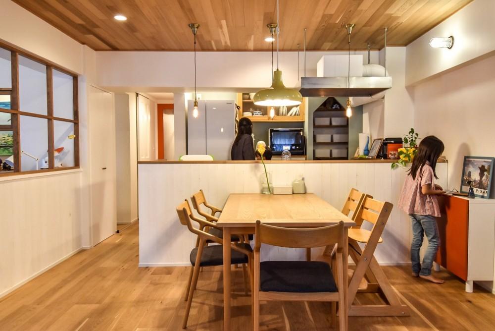 木張りで やさしい空間に (ダイニングキッチン)