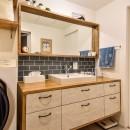 木張りで やさしい空間にの写真 洗面室