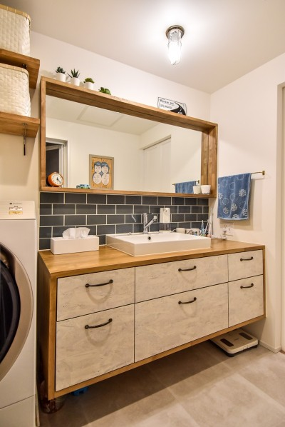 洗面室 (木張りで やさしい空間に)