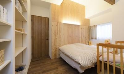 土間ギャラリーの家 (ベッドルーム)