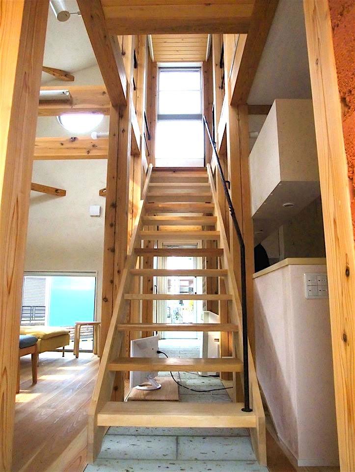 リビング階段 (ちいさな木のオフィス 〜 カフェのような店舗併用住宅 〜)