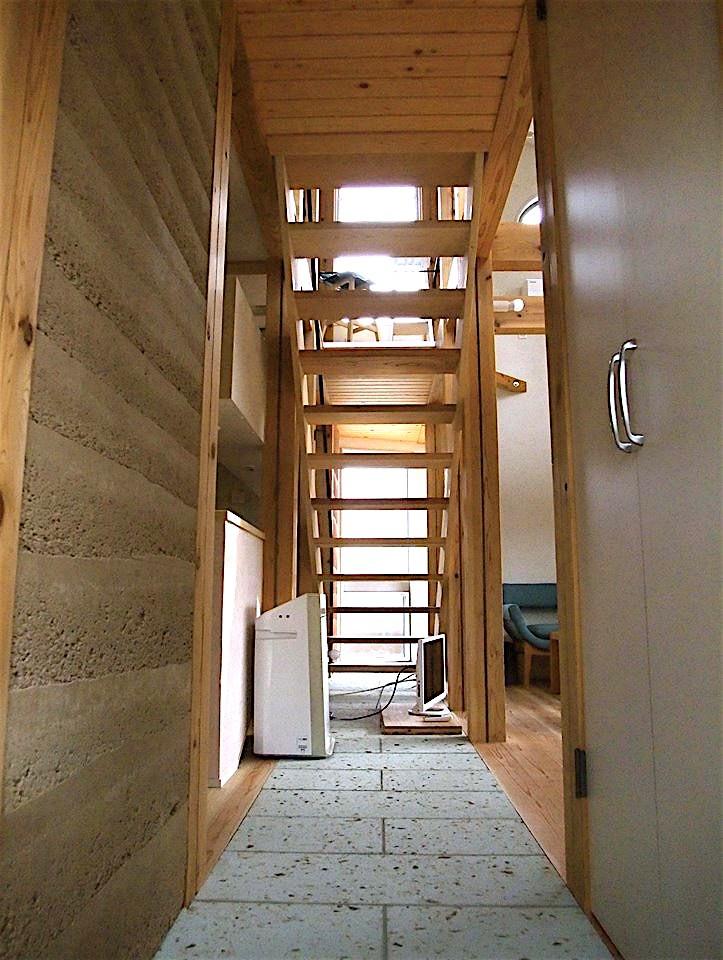 ちいさな木のオフィス 〜 カフェのような店舗併用住宅 〜 (リビング階段)