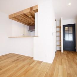 羽目板天井のキッチン空間
