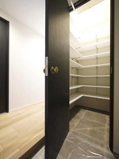 玄関SIC (羽目板天井のキッチン空間)