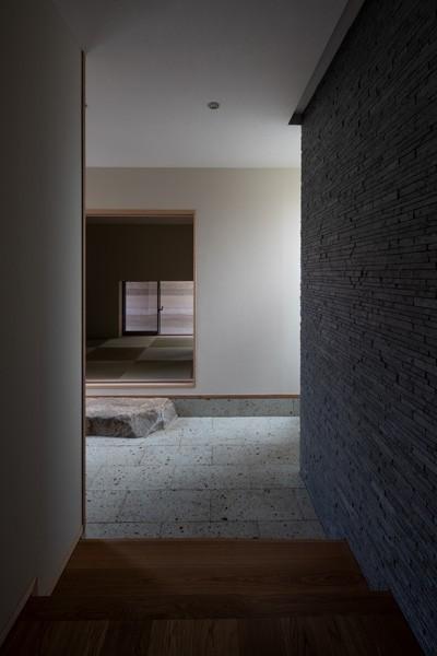 玄関土間と和室 (鳳の家)