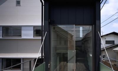 フローティング・デッキ − 白鷺の家 (宙に浮いたデッキテラス)