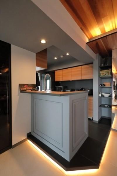 TOKYO Residence ー「ホテルライクな新築風」をあえて、リノベで叶える贅沢ー (キッチン)