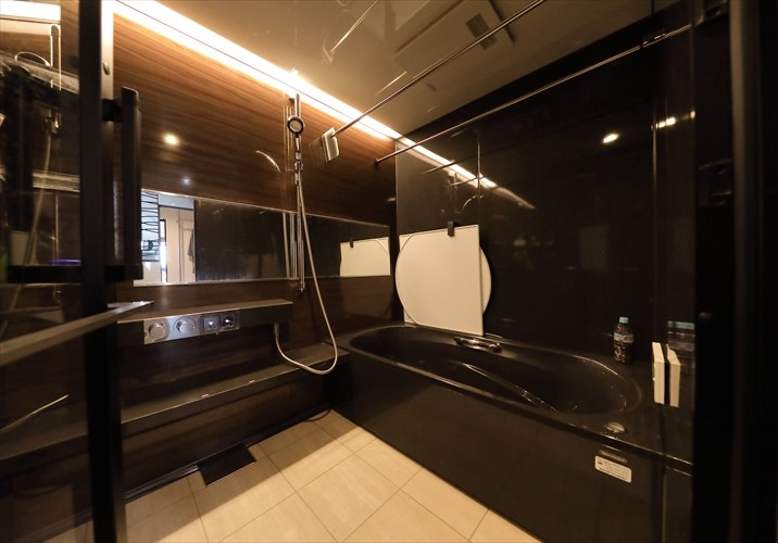 TOKYO Residence ー「ホテルライクな新築風」をあえて、リノベで叶える贅沢ー (バスルーム)