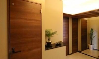 TOKYO Residence ー「ホテルライクな新築風」をあえて、リノベで叶える贅沢ー (玄関)