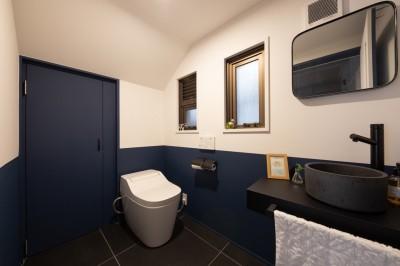 トイレ (西海岸を感じる家)