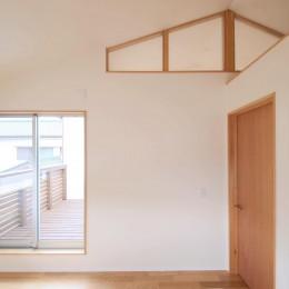 雑木林の庭を取り込む家・RED & GREEN HOUSE (書斎)