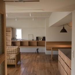 AShouse 所蔵する本の数が多い家族のマンションのリノベーション